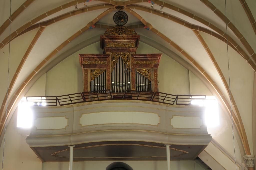 obere Empore mit Orgel